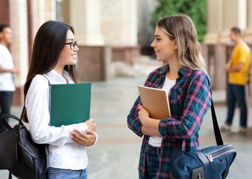 Numărul elevilor care primesc burse în sectorul 4 s-a triplat. Olimpicii primesc mai mulți bani, în prag de vacanță
